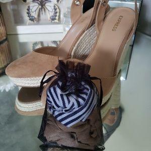 Express wedge sandals